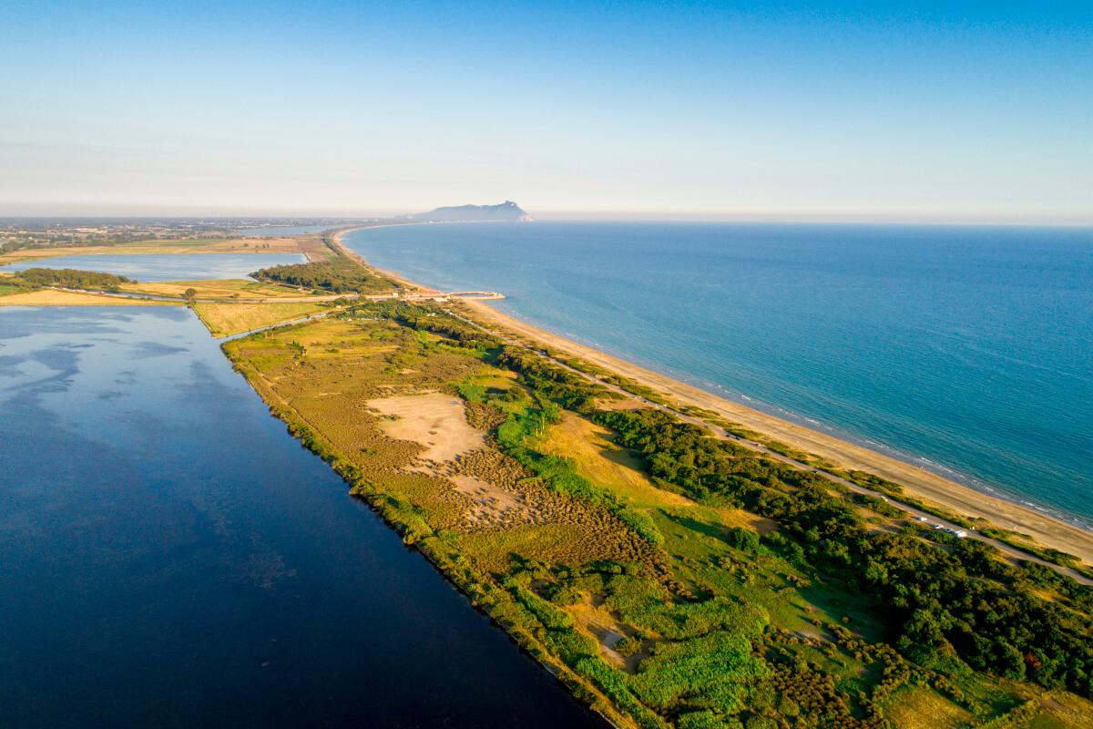 Il mare a Sabaudia: un paradiso verdeazzurro